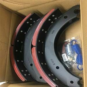 Drum brake shoes with packaging